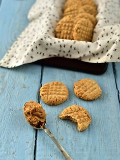 Arašídové sušenky bez lepku a laktózy Low Carb, Gluten Free, Cookies, Baking, Sweet, Desserts, Blog, Kuchen, Glutenfree