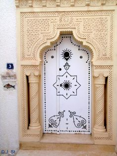 Africa | A main door in the medina of Mammamet.  Tunisia | © Yogi58, via Flickr