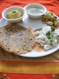 Ekadashi - Sabudana Thalipeeth, Variche Tandul, danyachi amti