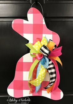 """Great Cost-Free Bunny - Pink Buffalo Check - Door Hanger Concepts Your individual door hanger Sure, the classic is obviously the door pendant, where on the front """"d Crafts For Teens To Make, Crafts To Sell, Diy And Crafts, Bead Crafts, Bunny Crafts, Easter Crafts, Easter Decor, Spring Crafts, Holiday Crafts"""