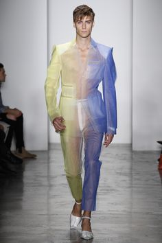 The complete Parsons MFA Spring 2017 Ready-to-Wear fashion show now on Vogue Runway. Queer Fashion, Androgynous Fashion, High Fashion, Fashion Show, Fashion Outfits, Fashion Design, Mode Masculine, Runway Fashion, Womens Fashion