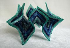 Allwing bangle inspired by Vee Pretorius and Contemporary Geometric Beadwork Vol 2 by Kate McKinnon