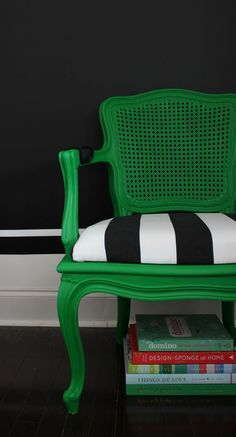 Chair Modern Makeover Stunning combination - black, white and kelly green. Modern makeover twist on a french country chair.Stunning combination - black, white and kelly green. Modern makeover twist on a french country chair. Chair Makeover, Furniture Makeover, Furniture Projects, Diy Furniture, Furniture Refinishing, French Furniture, Refurbished Furniture, Repurposed Furniture, Wood Projects