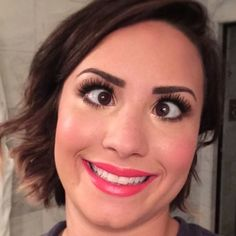 Demi (what a beauty) Lovato Celebrity Selfies, Celebrity News, Silly Faces, Funny Faces, Demi Lovato, Billboard Hot 100, Face Expressions, Celebs, Celebrities
