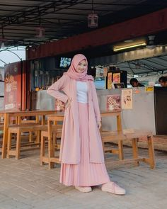 115 top teen muslim outfits ideas for you to have – page 1 Modern Hijab Fashion, Muslim Women Fashion, Hijab Fashion Inspiration, Islamic Fashion, Skirt Fashion, Fashion Outfits, Modele Hijab, Hijab Trends, Hijab Fashionista