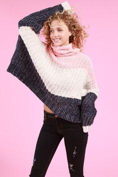 Three-tone long sleeve turtleneck pullover sweater