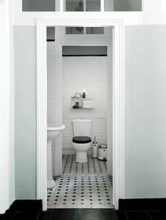 Klassisk badeværelse med Vipp badeværelsesartikler
