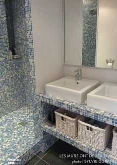 Une salle de bains bleue pour une touche bord de mer | Interiors