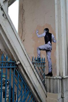Street Artist: Levalet in Paris