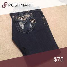 Dark denim Capri Like New!! Jeweled pocket Miss Me Capri Miss Me Jeans Ankle & Cropped