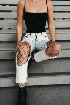 20 Grunge Outfits How To Wear Fishnet Tights/Stockings Under Ripped Jeans – Lupsona Style Outfits, Mode Outfits, Casual Outfits, Fashion Outfits, Fashion Trends, Luxury Fashion, Teen Party Outfits, Fashion Clothes, Party Outfits With Jeans