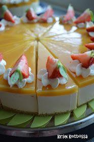 Sopii vaikka nyt keskikesän juhlaan :) Ohje on Tarun Taikakakut -blogista. Taru on käyttänyt pohjassa mantelirouhetta, sen jätin nyt p... Sweet Cakes, Cheesecakes, Bon Appetit, Eat Cake, Panna Cotta, Goodies, Food And Drink, Cooking Recipes, Pudding