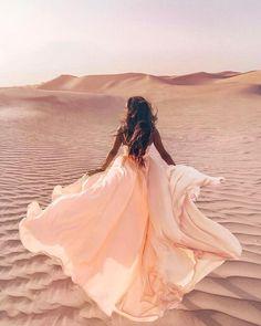 how to morning desert safaris – girl photoshoot poses Desert Photography, Girl Photography, Creative Photography, Fashion Photography, Editorial Photography, Desert Clothing, Shotting Photo, Desert Fashion, Photo Poses