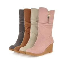 - Charming wedge heel boots for a trendy look - Comfortable breathable upper - Made from PU - 7 cm wedge heel - Available in 4 colors