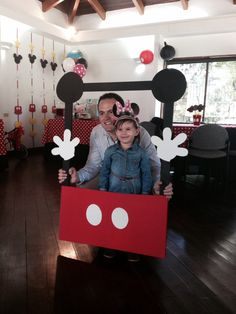 I wish i had seen this last year for Zanes Mickey Mouse Clubhouse Birthday Party.i go to make a minnie :) Mickey E Minie, Fiesta Mickey Mouse, Mickey Mouse Clubhouse Birthday Party, Mickey Mouse 1st Birthday, Mickey Mouse Parties, 1st Birthday Parties, 2nd Birthday, Birthday Ideas, Theme Mickey