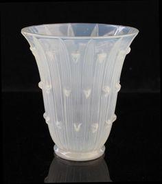 Lalique Art Deco glass vase. Opalescent colour, papyrus pattern