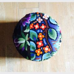 Pouf kitsch multicolore