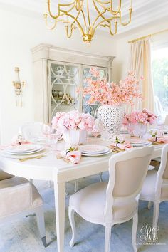 pretty dining room - pink tablescape