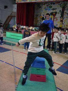 3/12體能課~女生進行了平衡木,男生跳了跳馬喔~