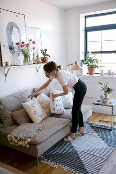 Cozy small living room decor for apartment ideas (22)
