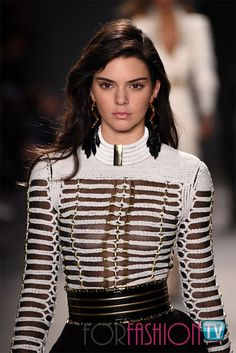 Kendall Jenner models see-through cut-out top at Balmain X H&M launch Fashion Images, Fashion Models, Fashion Show, Fashion Outfits, Fashion Tips, Fashion Trends, Ny Fashion, Fashion Details, Runway Fashion
