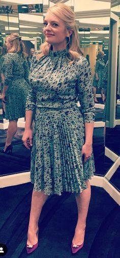 Elizabeth Moss, Infinity, Actresses, Legs, Stars, Hair, Women, Fashion, Boss Lady