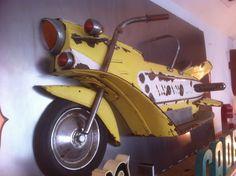 Demi moto de manège des années soixante..2x1 m  www.fer-et-refer.fr
