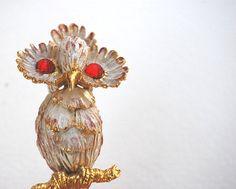 Vintage Unique 1970's White Enameled Figural Owl Brooch.