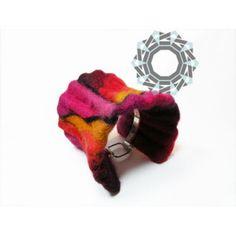 Felt bracelet / Filcowa bransoletka by Alina Tyro-Niezgoda / Tender December More: http://tenderdecember.eu/felt-variations-filcowe-wariacje/ To buy: http://tenderdecember.eu/shop/produkt/felt-bracelet-filcowa-bransoletka-6/
