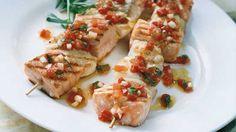 Grillat fiskspett med tomat & vitlöksvinägrett | Recept - ZETA
