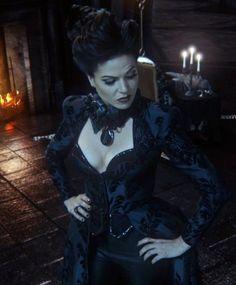 If only it were acceptable to dress like this on a daily basis  Coisa mais linda e perfeita essa Lana (regina)