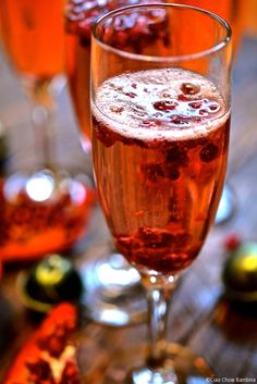 Italian-Pomegranate-Fizz and 25 Cocktails for New Years Eve! Whether you are looking for a cocktail, or mocktail, this round-up is for you! Happy New Year's Eve! New Years Eve Drinks, Happy New Years Eve, Christmas Time, Christmas Recipes, Pink Diamonds, Italian Cookies, Pomegranate Seeds, Holiday Drinks, Summer Cocktails