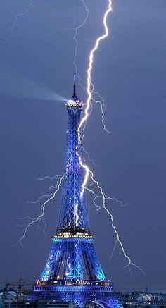 .Lightening striking Eiffel Tower