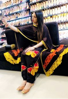 Famous and talented dressdesigner of pollywood is luving for themselves and artists. Best of luck for the new song project with Punjabi Suits Designer Boutique, Boutique Suits, Indian Designer Suits, Designer Salwar Suits, Punjabi Boutique, Designer Kurtis, New Suit Design, Fancy Dress Design, Embroidery Suits Punjabi