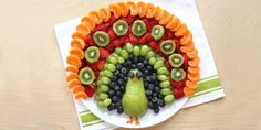 Make this easy DIY Fruit Food Art Peacock for your child's next playdate or clas. - Make this easy DIY Fruit Food Art Peacock for your child's next playdate or class party - Cute Food, Good Food, Yummy Food, Fruits Decoration, Salad Decoration Ideas, Salad Ideas, Different Fruits, Snacks Für Party, Party Food For Kids