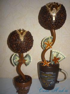 Топиарий из кофейных зерен с замочком и монетами 4