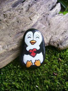 dessin-sur-galet-pingwin-dessiné-sur-un-galet-animaux-sympathiques