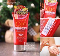KEM DƯỠNG DA TAY KOSE COEN RICH Q10  Giá: 120.000đ.  Xuất xứ: Nhật Bản.  Kem dưỡng da tay Kose Coen Rich Q10 là kem dưỡng da chứa Coezim Q10 & thảo dược thiên nhiên giúp dưỡng ẩm, xóa mờ vết chai, làm tăng sức sống cho làn da rất được phụ nữ Nhật tin dùng.     Công dụng:  Kem dưỡng da tay Kose Q10 với thành phần Q10 với hỗn hợp Coenzim chiết suất nhân sâm và thảo mộc tự nhiên sẽ thẩm thấu làm hoạt hóa tế bào, dưỡng ẩm và mịn da đặc biệt kem dưỡng da Q10 giúp  xóa bỏ dần các đốm nâu và chai…