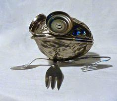 Une petite grenouille, 13 cm.