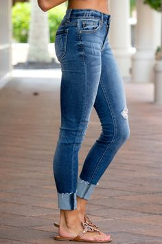 Women's ripped holes jeans women general pencil jeans the easiest matching item you shouldn't miss is this jeans. The post Distressed Skinny Fit Raw Hem Jeans appeared first on Jean. Skinny Fit Jeans, All Jeans, Blue Denim Jeans, Denim Pants, Frayed Hem Jeans, Outfit Jeans, Womens Fashion Online, Latest Fashion For Women, Ripped Jeggings