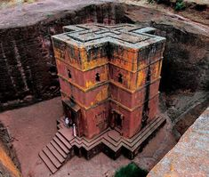 World Heritage Rock-Hewn Church in Lalibela, a town in northern Ethiopia that is famous for its monolithic rock-cut churches. Lalibela is one of Ethiopia's holiest cities and is a center of pilgrimage for much of the country. Ancient Mysteries, Ancient Ruins, Ancient History, Architecture Antique, Architecture Design, Magic Places, Scary Places, Place Of Worship, 12th Century