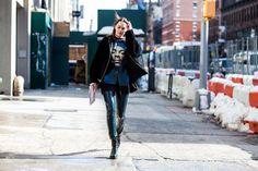 De olho nas ruas, o FFW seleciona os melhoreslooks do street style desta NYFW.