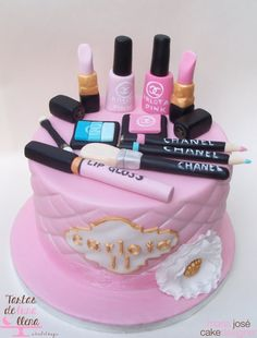 Tarta Maquillaje Chanel - Chanel make up cake www.tartasdelunallena.blogspot.com maria josé cake designer