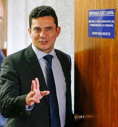 BRASILIA, DF, BRASIL, 09-09-2015, 15h00: O juiz federal Sérgio Moro, que conduz as investigações da operação lava jato na justiça federal no Paraná, participa de audiência pública na CCJ do Senado para falar sobre o código de Processo Penal. O senador Jose Pimentel (PT-CE) preside a sessão e o senador Ricardo Ferraço (PMDB-ES) é o relator da matéria. (Foto: Pedro Ladeira/Folhapress, PODER)