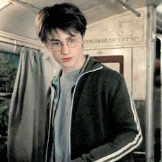 harry potter // prisoner of azkaban Harry James Potter, Daniel Radcliffe Harry Potter, Mundo Harry Potter, Harry Potter Icons, Harry Potter Tumblr, Harry Potter Pictures, Harry Potter Aesthetic, Harry Potter Cast, Harry Potter Characters