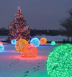 Christmas Light balls // Világító kerti dekoráció - gömbök fényfüzérből //  Mindy -  creative craft ideas // #christmascrafts #christmasgifts #christmas #crafts #gifts #christmasdecor #diy #kreatívötletek #karácsony #csináldmagad #hobbi #kézműves