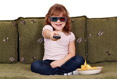 En un estudio en donde se analizó la publicidad televisiva, se concluyó que ésta intenta establecer una relación emocional  con los niños e influir en sus decisiones de compra y hábitos  de consumo.