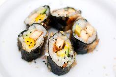VEGANSK SUSHI: Tofufylte makiruller smøres med tempurarøre og sprøstekes.