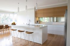 gorgeous Kitchen Design Ideas You'll desire to Steal. Not a single bad countertop in the bunch. Wood Kitchen Island, Wooden Kitchen, Eat In Kitchen, Kitchen On A Budget, Kitchenette, Industrial Chic Kitchen, Small Kitchen Organization, Diy Kitchen Decor, Modern Kitchen Design