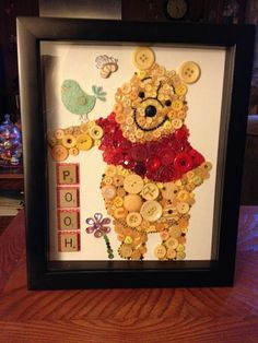 Pooh button art Bead Crafts, Fun Crafts, Diy And Crafts, Crafts For Kids, Arts And Crafts, Disney Button Art, Disney Buttons, Disney Diy, Disney Crafts